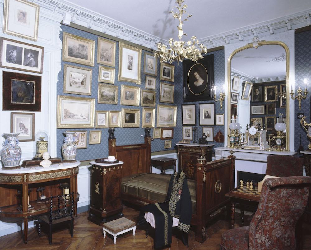Slaapkamer van de schilder Gustave Moreau in zijn voormalige woonhuis in Parijs