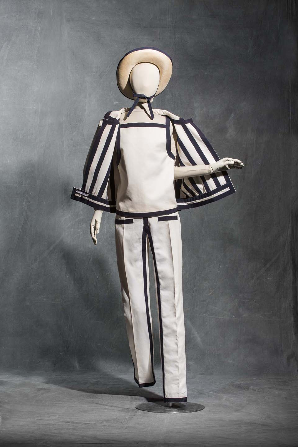 André Courrèges, trouser ensemble, Haute couture spring-summer 1965 Wool and cotton twill Collection UFAC © Les Arts Décoratifs, Paris Foto: Jean Tholance