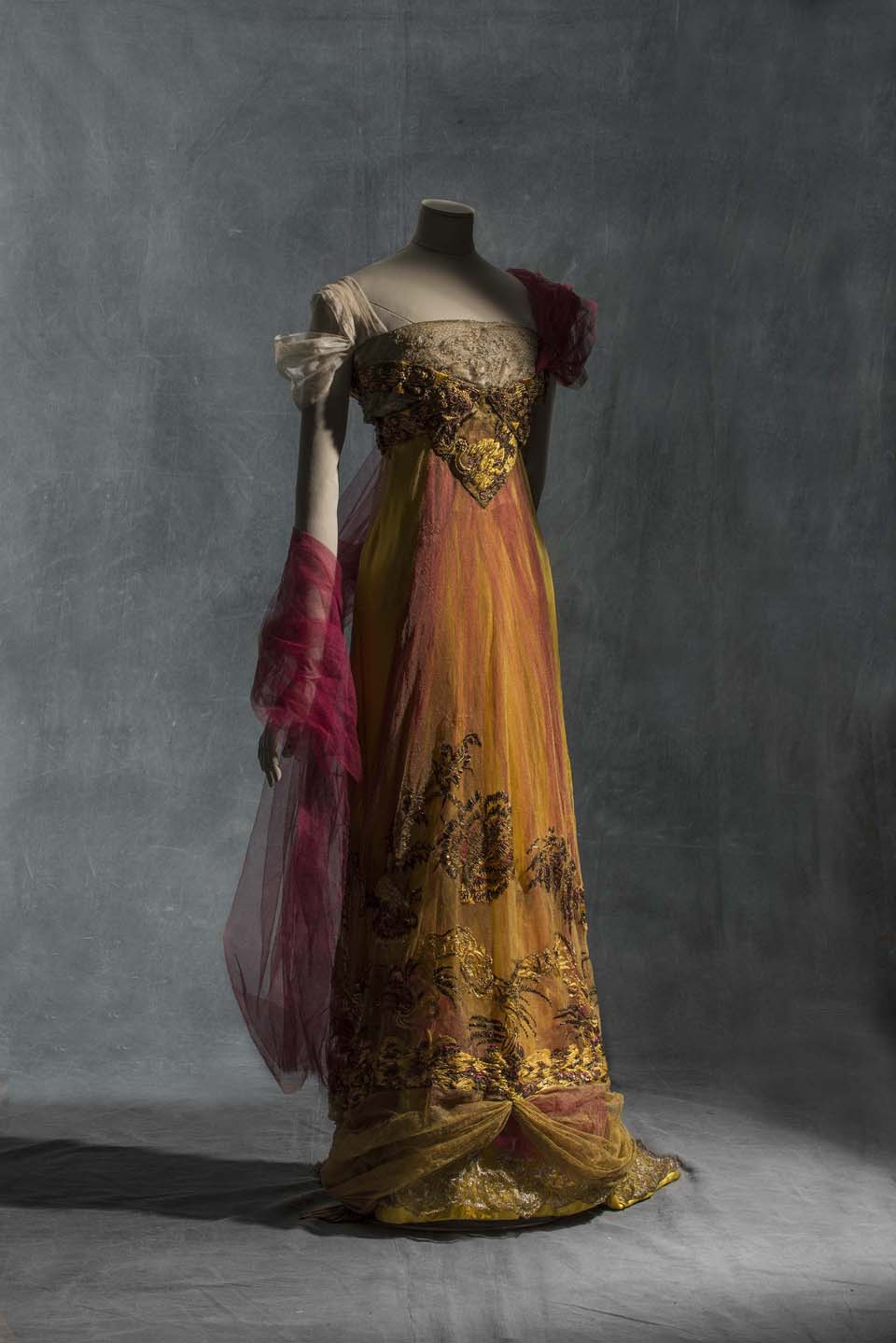 Callot Soeurs, evening dress, 1909-1913 Silk satin metallic tulle and silk tulle Collection UFAC © Les Arts Décoratifs, Paris Foto: Jean Tholance