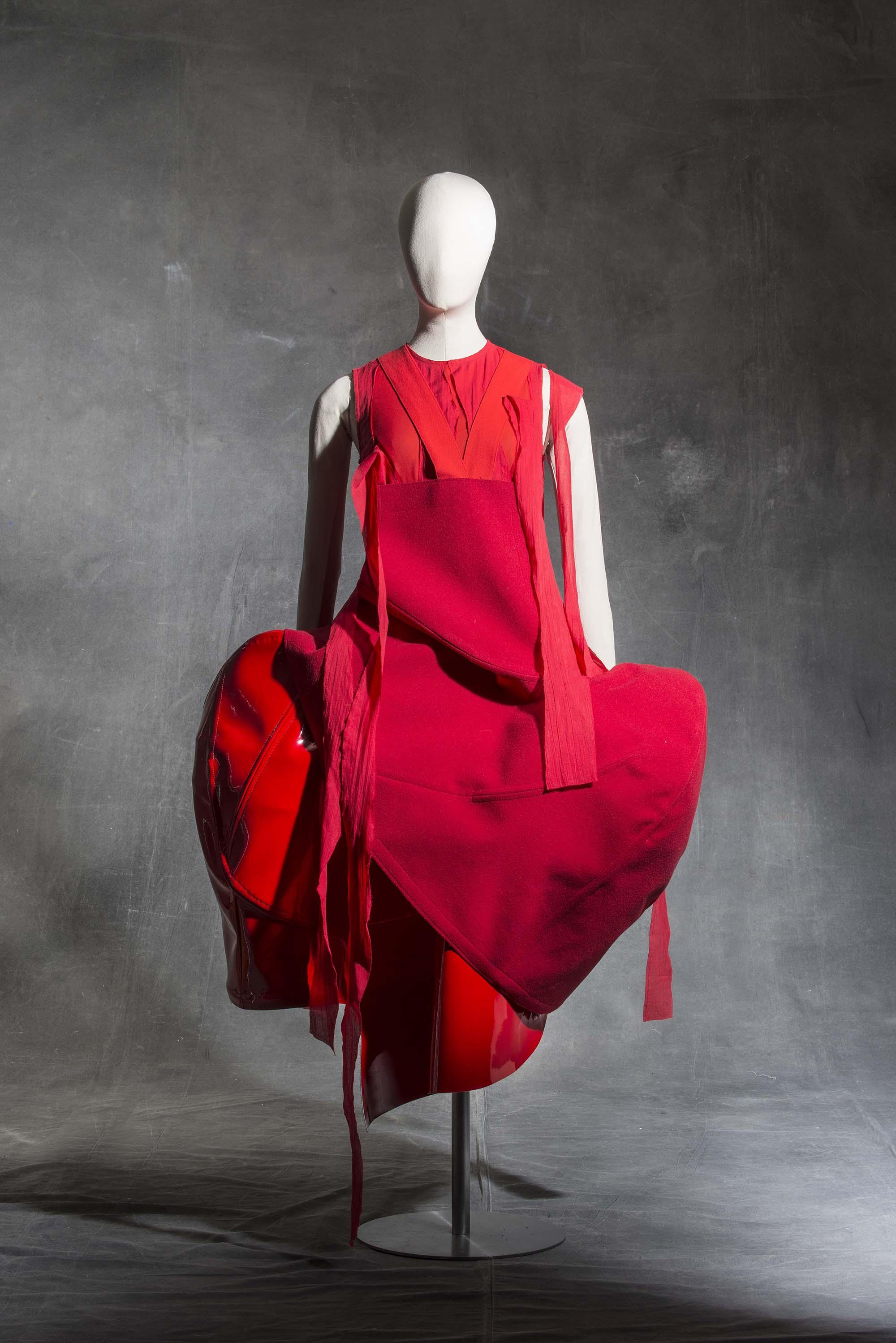 Comme des Garçons, Robe, printemps-été 2015 Collection Mode et Textile © Les Arts Décoratifs, Paris / photo : Jean Tholance