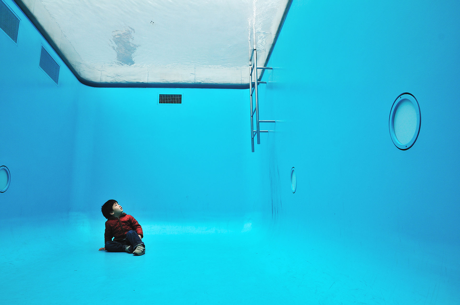 Leandro Erlich, The Swimming Pool (2004)