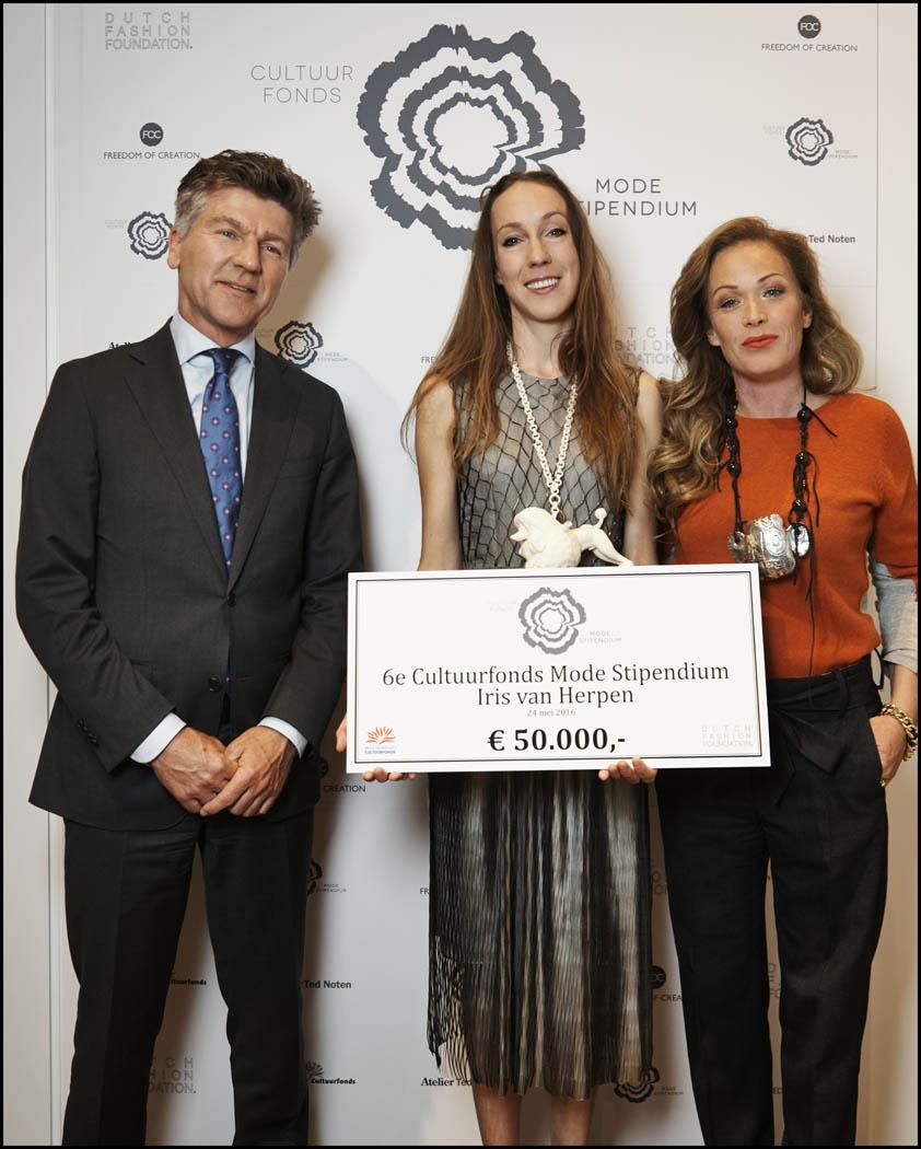 vlnr: Johan van Beem, Iris van Herpen en Angelique Westerhof