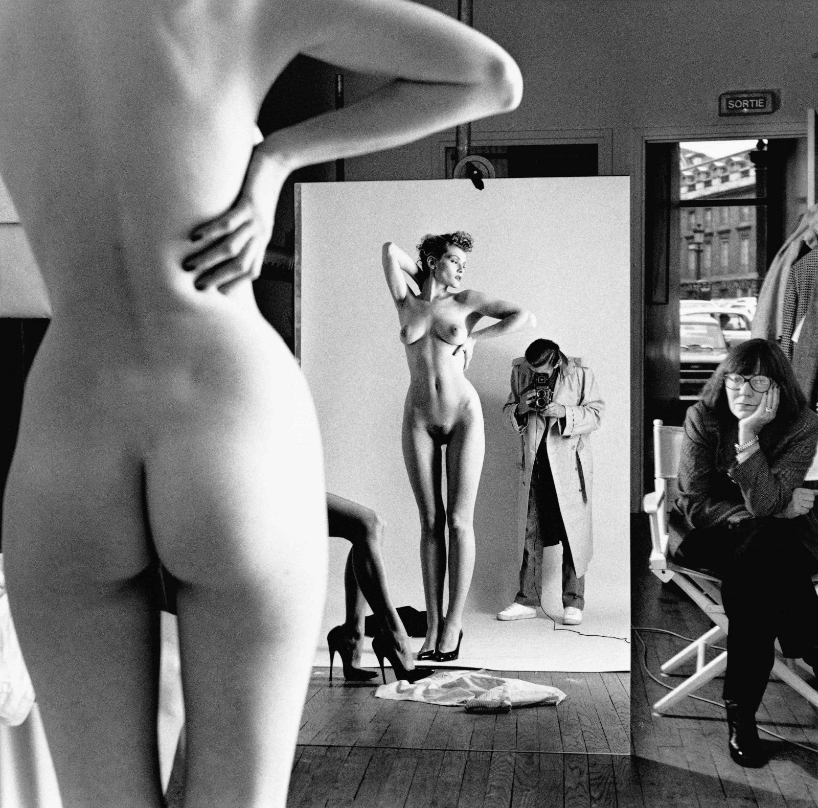 Self Portrait with Wife and Models, Vogue Studio, Paris 1981 © Helmut Newton / Helmut Newton Estate