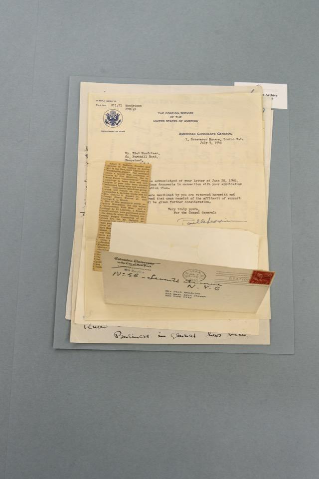 Brieven uit de Mondriaan-collectie van het RKD. Foto: Johannes Schwartz