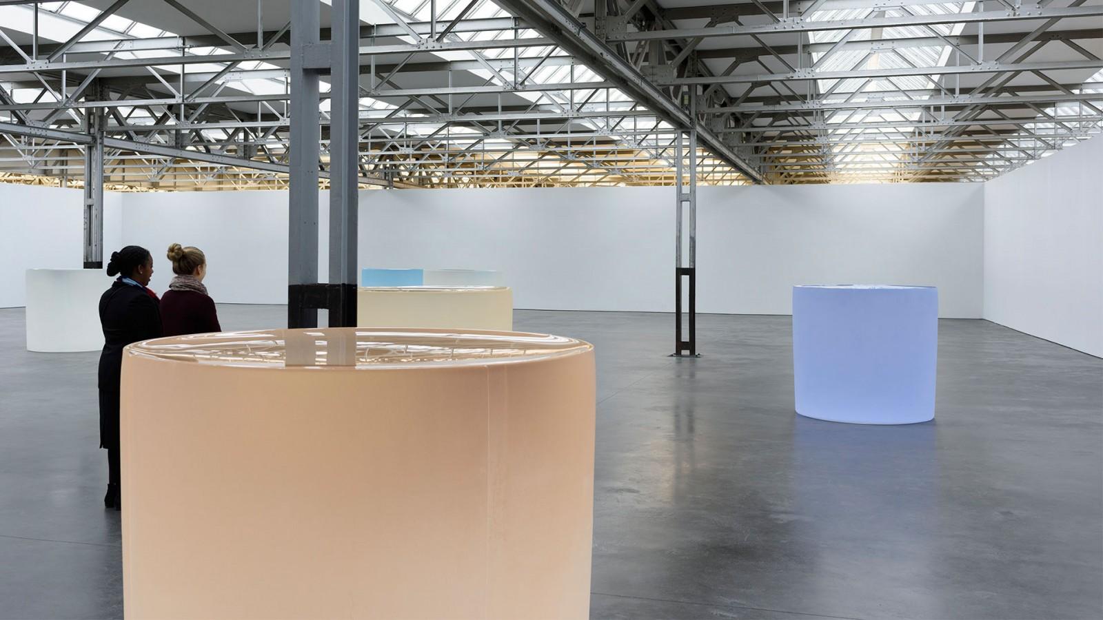 De glas sculpturen van Roni Horn